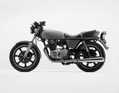 Grünes Motorrad (Yamaha)