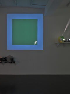 Jumping white square on a green square