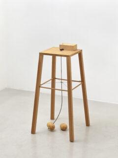 Apparat, mit dem eine Kartoffel eine andere umkreisen kann