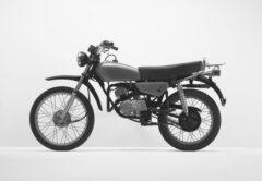Grünes Motorrad (Enduro)