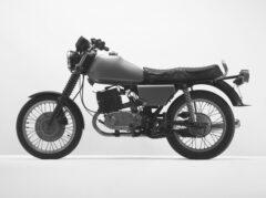 Grünes Motorrad (MZ)