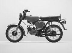 Grünes Motorrad (Simson Enduro)